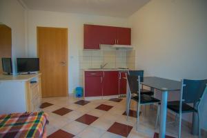 A kitchen or kitchenette at Apartments Nina