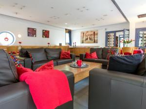 De lounge of bar bij Modern Holiday Home in Hellenthal with Campfire Area