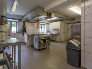 Een keuken of kitchenette bij Modern Holiday Home in Hellenthal with Campfire Area