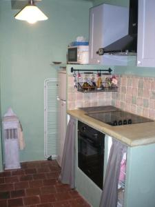 A kitchen or kitchenette at The Nut House