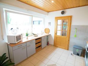 Küche/Küchenzeile in der Unterkunft Battenberg