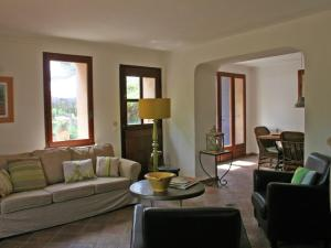 A seating area at Provincial Holiday Home with Private Pool in Salernes France