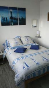 Un ou plusieurs lits dans un hébergement de l'établissement Appartements Vacances Dinard