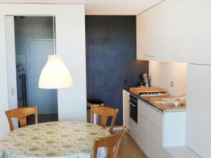 A kitchen or kitchenette at Apartment Westdiep 9/10