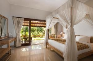 A bed or beds in a room at Villa Alam Surya Ubud