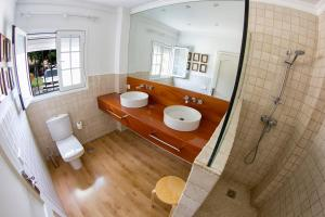 Een badkamer bij Villa Canary Wave