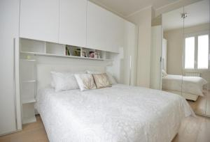 A bed or beds in a room at Appartamento Tortona Navigli
