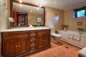 A bathroom at Anassa Villas