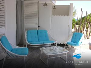 A seating area at Eco del Mare