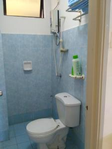 A bathroom at Lumut Apartment