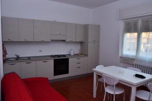 Virtuvė arba virtuvėlė apgyvendinimo įstaigoje Casa di Leo