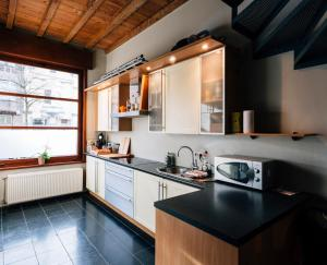 Een keuken of kitchenette bij Spacious Holiday Home
