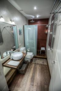 A bathroom at Apartament Świętojerska 24