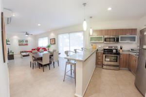 A kitchen or kitchenette at Quiet & Relaxing 2BR condo in the most exclusive area by Happy Address