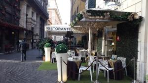 A restaurant or other place to eat at Casatrevi