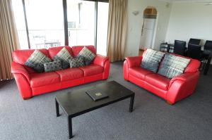 A seating area at Marrakai Apartments