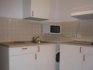 A kitchen or kitchenette at Apartment Elena