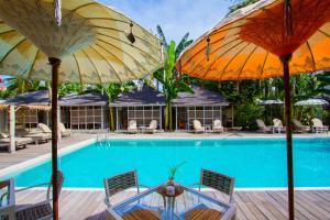 The swimming pool at or near Les Jardins De Gili