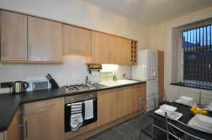 A kitchen or kitchenette at 5 Wallace Street