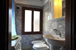 Salle de bains dans l'établissement Apartment sun Venice