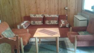 A seating area at Napsugar Apartment