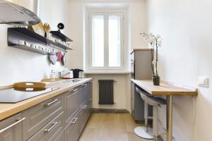 A kitchen or kitchenette at Campo de' Fiori Brand New Apartment