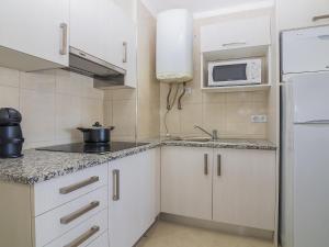 A kitchen or kitchenette at Apartment T0 Oceânica Vista Mar