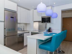 A kitchen or kitchenette at Apartment Dream View 50m from the beach