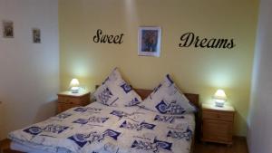 Ein Bett oder Betten in einem Zimmer der Unterkunft Ferienhaus Reuter
