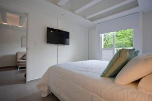 A bed or beds in a room at Apartamento de Pombo