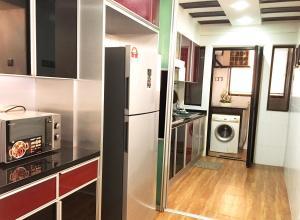A kitchen or kitchenette at Putra Villa Short Stay Apartment KL