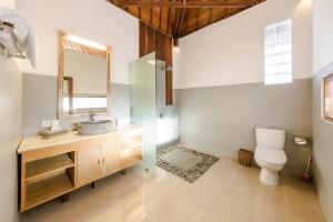 Salle de bains dans l'établissement Villa Sekaya Ubud