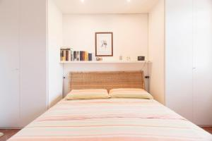 A bed or beds in a room at Apartments Laconi
