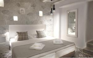 A bed or beds in a room at Dolphin Kastraki Studios