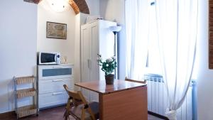 A television and/or entertainment center at Italianway-Pontida 2