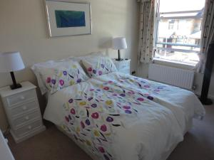 A bed or beds in a room at London House, Putney.