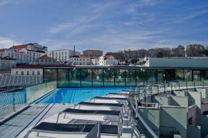 Widok na basen w obiekcie VIP Executive Eden Aparthotel lub jego pobliżu