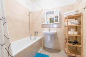 A bathroom at Nova Aparthotel