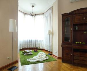 A bed or beds in a room at Apartment Nice on Sadovaya-Triumfalnaya