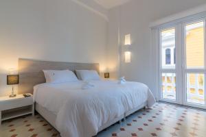 A bed or beds in a room at Apartamentos El Candilejo