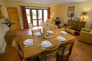 A restaurant or other place to eat at East Clare Golf Village By Diamond Resorts