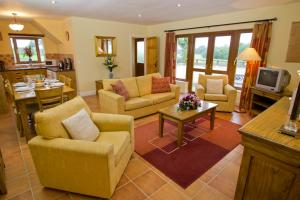A seating area at East Clare Golf Village By Diamond Resorts