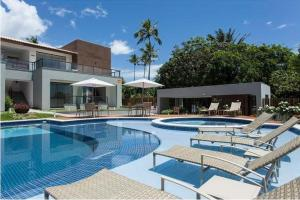 A piscina localizada em Solaris Village ou nos arredores