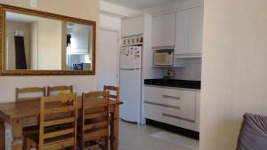Una cocina o zona de cocina en Apartamento Cachoeira do Bom Jesus
