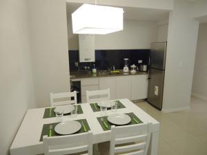 Una cocina o kitchenette en 108 y El Mar