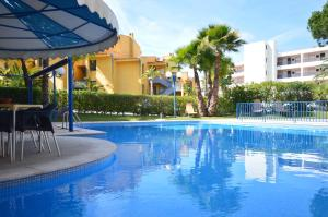 Swimmingpoolen hos eller tæt på Apartamentos Rio