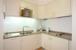 A kitchen or kitchenette at Canico Bay Apartments