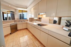 A kitchen or kitchenette at Contessa Holiday Apartments