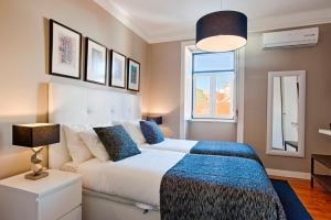 A bed or beds in a room at Saboia House