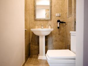 A bathroom at Apartament 52 Old Town
